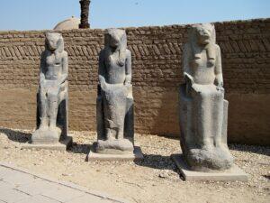 Het tempeldomein van de godin Moet in Karnak @ Online